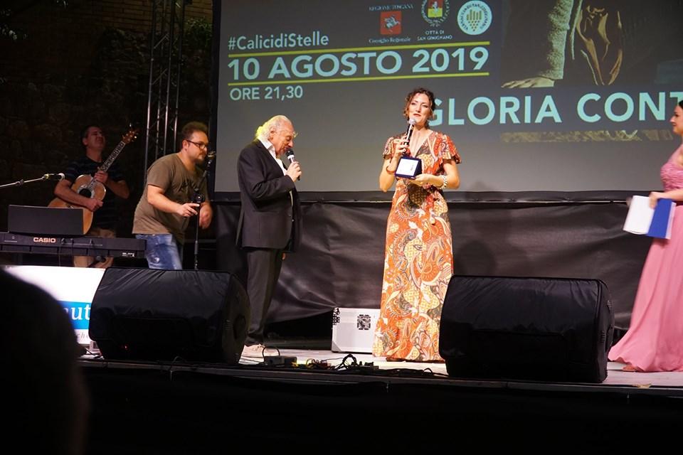 Gloria Conti premiata a Spazio d'autore dal M° Pino Scarpettini